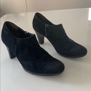 Paul Green Black Suede Ruffled Shoe boots!